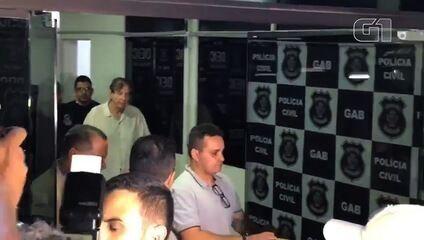 Após depoimento na delegacia, João de Deus segue para presídio em Goiás
