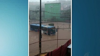 Chuva desta terça-feira deixou muitos lugares alagados em Ferraz de Vasconcelos