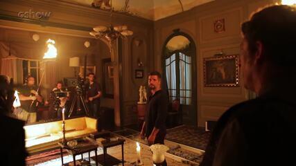 Confira os bastidores da gravação da cena em que os guardiães revelam para Gabriel sua missão em 'O Sétimo Guardião'