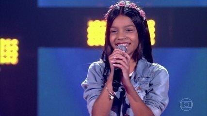 Laurah Pessanha canta 'Banho de Lua'