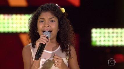 Beatriz Freitas canta 'Caipira'