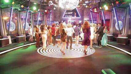 Elenco de ´Verão 90´ traz coreografia na festa de lançamento