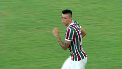 Gol do Fluminense! No Bate-rebate, bola vai no travessão e volta no pé de Ibañez, que marca, aos 41 do 2º tempo
