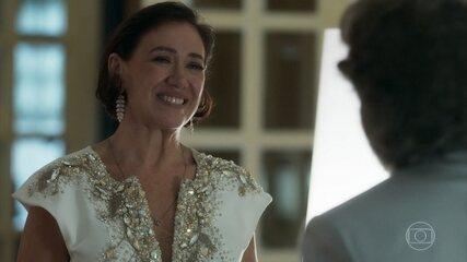 Valentina aceita que Feliciano a acompanhe à inauguração do restaurante de Tobias