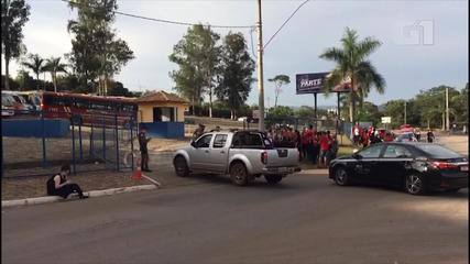 Familiares têm dificuldades em conseguir informações de vítimas do desastre em Brumadinho