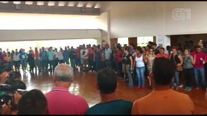 Familiares de desaparecidos fazem corrente de oração em Brumadinho