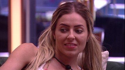 Paula conta a Diego sobre debate com Gabriela