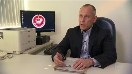 Promotor designado para investigar Flávio Bolsonaro se declara suspeito para o caso