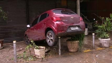 Tempestade no Rio deixa seis mortos e muita destruição