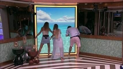 Hariany, Maycon e Paula fingem nadar na piscina do telão