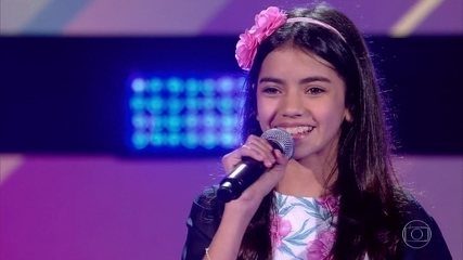 Isabely Fernandes canta 'You Make Me Feel Like (A Natural Woman)'