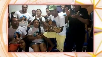 Família da Elana canta música feita para a sister