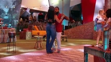 Rodrigo ensina Elana a dançar na Festa A Todo Vapor