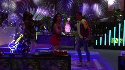 Danrley, Elana e Rodrigo dominam a pista de dança da Festa Neon
