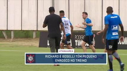Richard e Boselli se estranham em treino do Corinthians