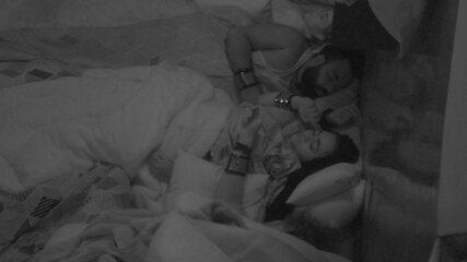 Rízia reclama com Rodrigo: 'Tá roncando alto'
