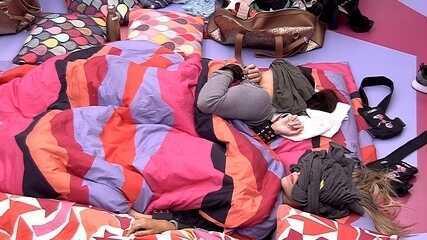 Grupo acorrentado volta a dormir no Quarto Diamante