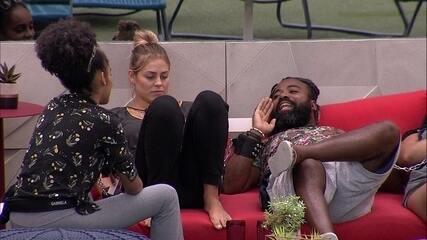 Isabella relembra situação e Rodrigo aconselha: 'Aqui é melhor você mandar a letra e alto'