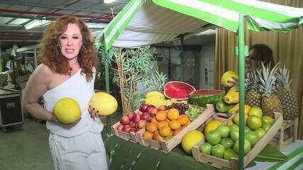 Fã de Tancinha visita os Estúdios Globo e conhece Claudia Raia