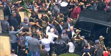 Lula deixa cemitério após participar do velório do neto em São Bernardo, SP