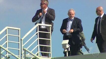 Liberado pela Justiça, ex-presidente Lula vai a velório do neto