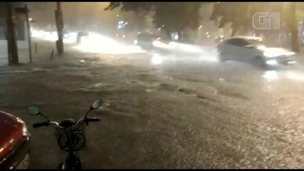 Temporal alaga ruas no Humaitá