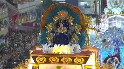 Alegorias mostram o sincretismo entre os cultos afro-brasileiros e a Igreja Católica
