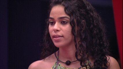 Sisters conversam sobre o jogo e Elana comenta: 'Afunilou'