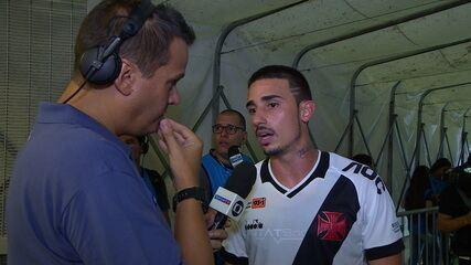 Thiago Galhardo se exalta com pergunta e deixa o campo pistola