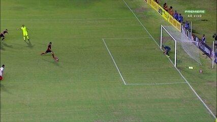 Hernane cobra pênalti com categoria e aumenta a lista de gols