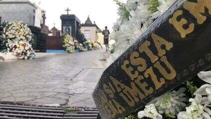 Arco-íris marca o céu do cemitério em Suzano durante o enterro das cinco vítimas.