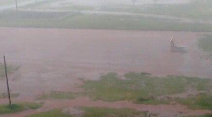 Moradores de Samambaia registram chuva forte nesta segunda-feira