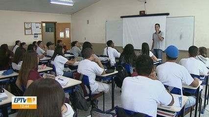 Procura por cursos profissionalizantes nas ETECs quase dobra no estado