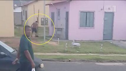 Homem é flagrado agredindo cão no Residencial Salvação