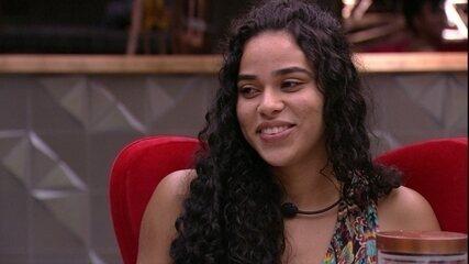 Elana sugere brincadeira para Rízia e Alberto: 'Dar um beijo cenográfico'
