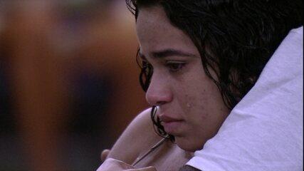 Elana se lembra de Danrley e chora ao som de 'Fico Assim Sem Você'