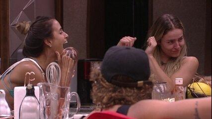 Carolina faz pedido: 'Não deixe esse 'bofe' ir embora, para a Rízia ficar acordada'