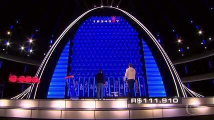 Jorge encara a parede e Delfino responde as perguntas no 'The Wall'