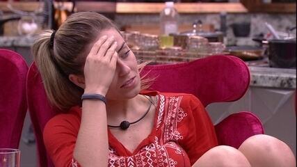 Paula teme Paredão e avisa a Elana: 'Amanhã vai ser um dia pesadinho para a gente'