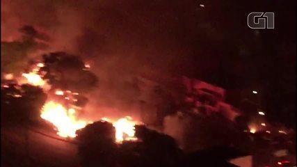 Incêndio atinge favela no entorno do Viaduto Bresser em São Paulo