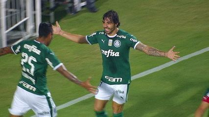 Gol do Palmeiras! Dudu cobra escanteio, e Ricardo Goulart amplia, aos 9' do 1º tempo