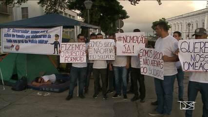 Candidatos da Polícia Militar acampam em frente ao Palácio dos Leões em São Luís