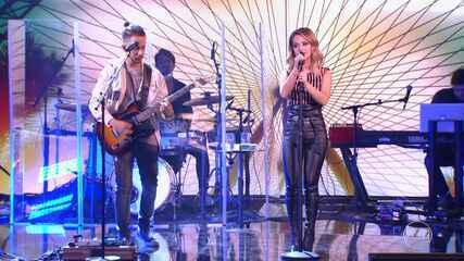 Sandy e Junior cantam 'As Quatro Estações'