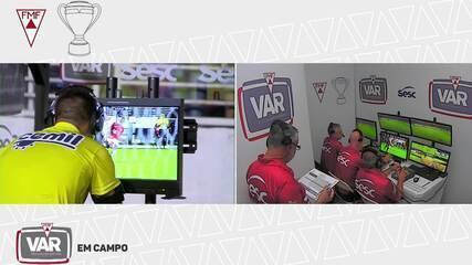 Aos 16 do 2°T, árbitro revê disputa de bola com uso do VAR e expulsa Zé Welison