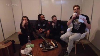 Thiago Fragoso conversou com a banda The Fever 333 nos bastidores do Lollapalooza