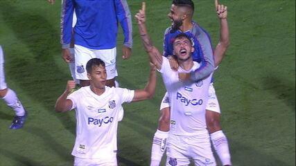 Gol do Santos! Victor Ferraz cruza e Gustavo Henrique marca de cabeça aos 40 do 2º tempo