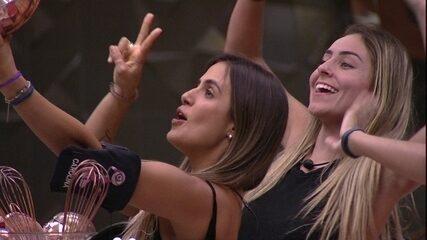 Carolina simula gravação em rede social: 'Mais tarde tem Prova do Líder e Paredão'