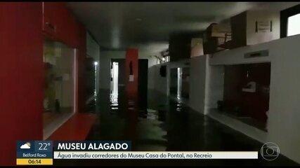 Água invade Museu Casa do Pontal e deixa acervo do Mestre Vitalino em risco