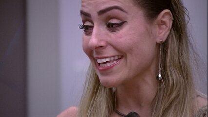 Paula pede a Hariany: 'Você pode me ensinar a ter uma amiga'