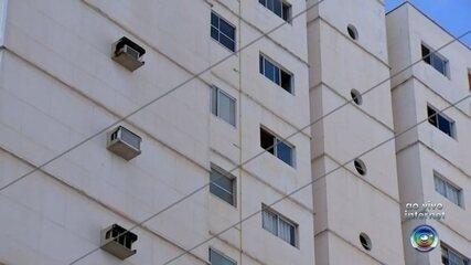 Mulher morre ao cair do 9º andar de prédio enquanto limpava janela